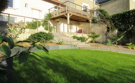 Création d'un jardin en espalier - terrasse sur pilotis